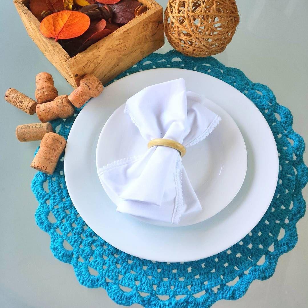 Conjunto TURQUESA  coleção Candy Colors.  Leve para casa esse sousplat com o porta copos. Entre em contato  #sousplat #crochet #mesa #casa #morandocomamor #candy #candycolors #croche #mesalinda #mesaposta #jogoamericano #receberemcasa #pastell