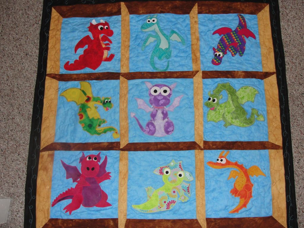 Baby dragon quilt | Drachen, Applikationen und Decken