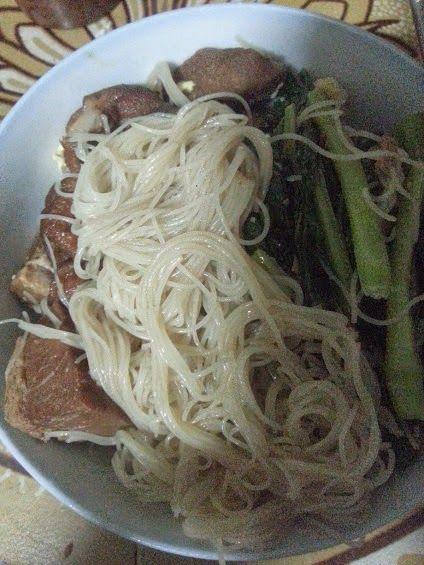 Pork Leg Bee Hoon 猪脚米粉