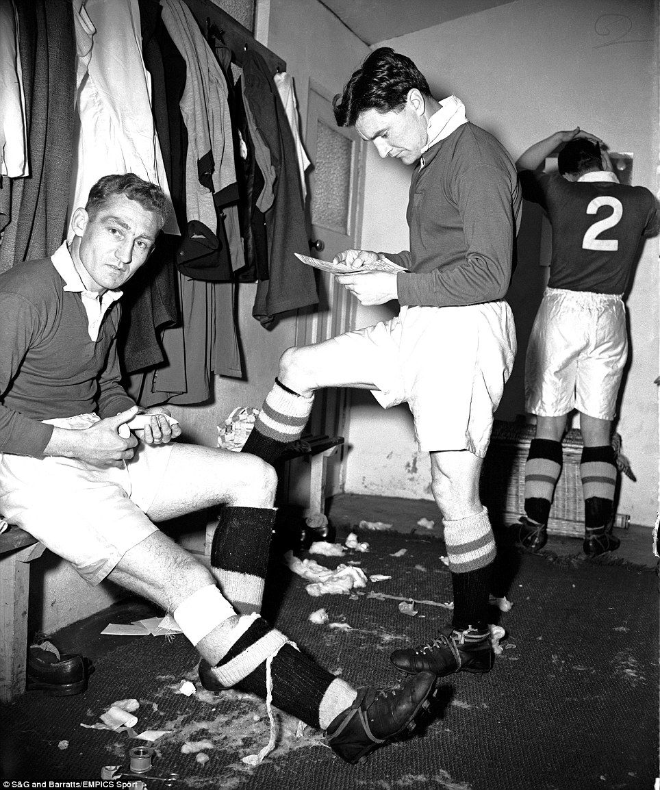 Football\'s Golden Years: Inside the dressing room - Milk in the FA ...