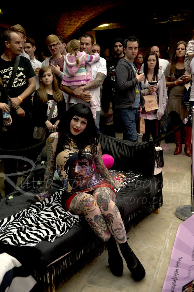 Low light event photography. Here I am in London Tattoo convention 2013 with one of  sc 1 st  Pinterest & Low light event photography. Here I am in London Tattoo convention ... azcodes.com