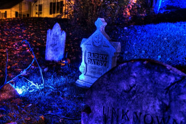 Barry Datsy Grave by rogueshollow, via Flickr