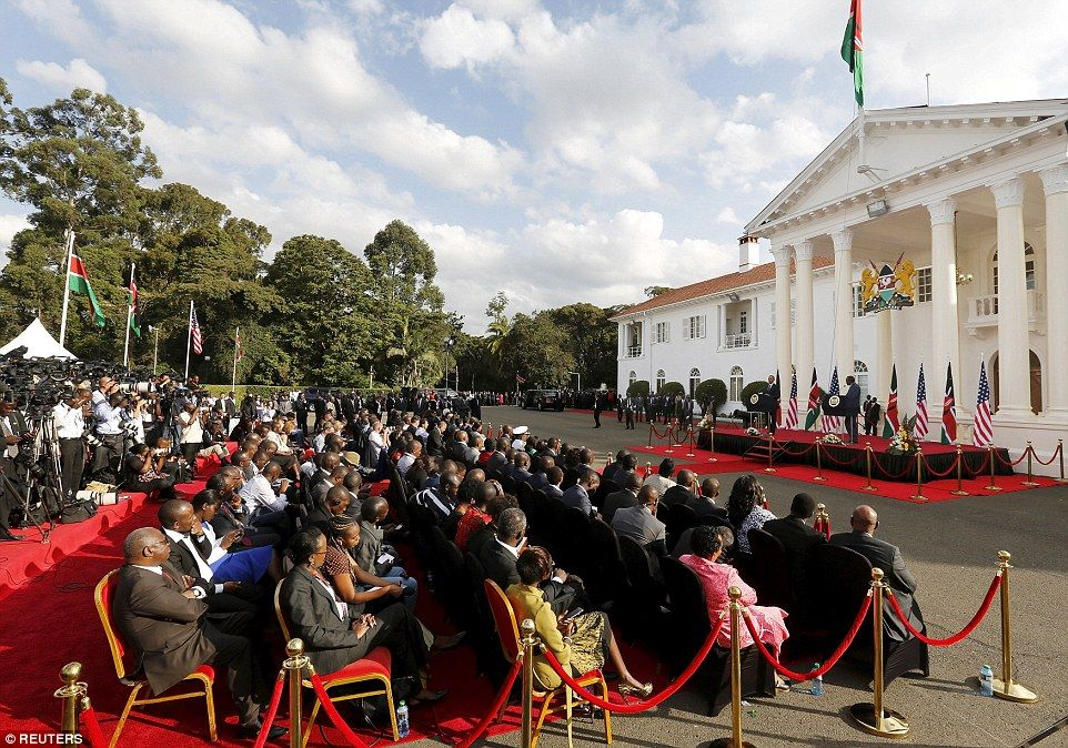 Africa is on the move!\' Obama gets a rock star reaction from Kenyans ...