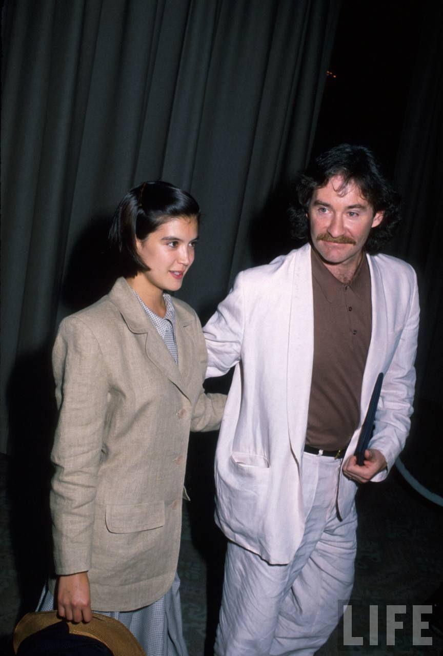 Phoebe Cates And Kevin Kline Phoebe Cates Hollywood Celebrity Couples