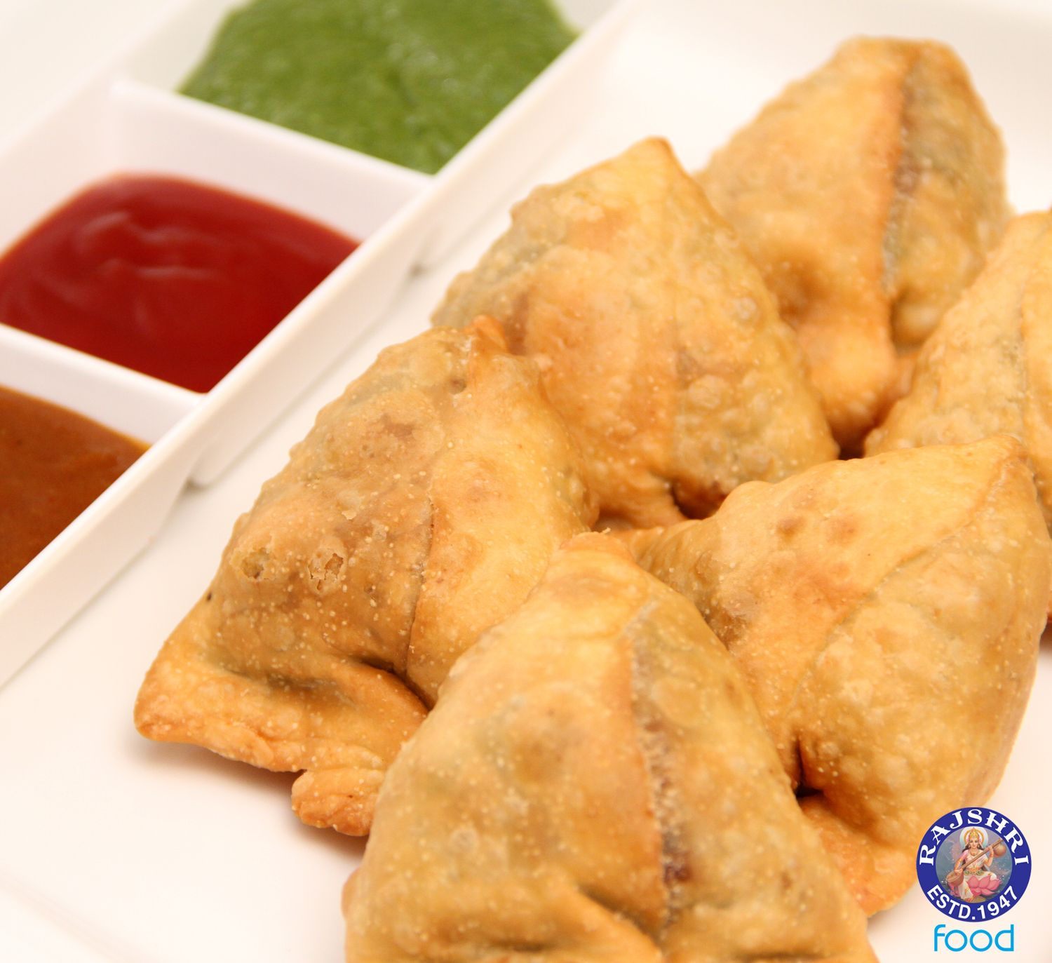 Every indians favorite snack samosa indian vegetarian recipe every indians favorite snack samosa indian vegetarian recipe by ruchi forumfinder Images