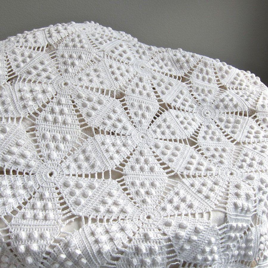 vintage crochet couvre lit coton blanc par barkingsandsvintage pinteres. Black Bedroom Furniture Sets. Home Design Ideas