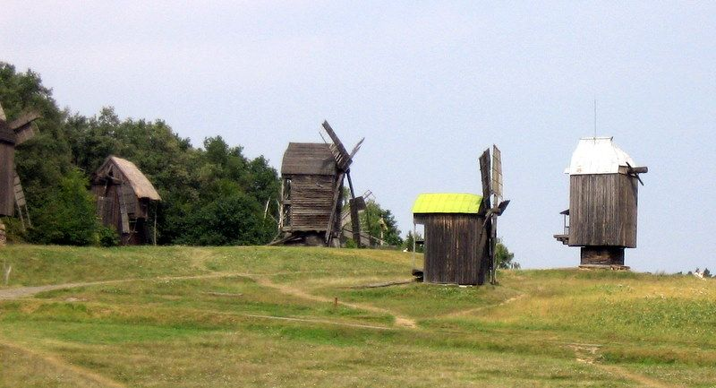 Museum of Folk Architecture and Ethnography in Pyrohiv, windmills 2368-1 - Музей народной архитектуры и быта Украины — Википедия