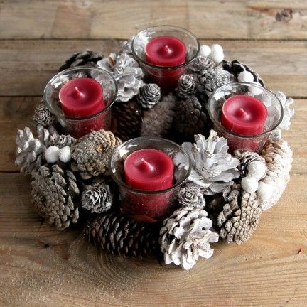 Corona de piñas. Se venden en www.mrwonderfulshop.es #fiesta #corona #navidad #christmas