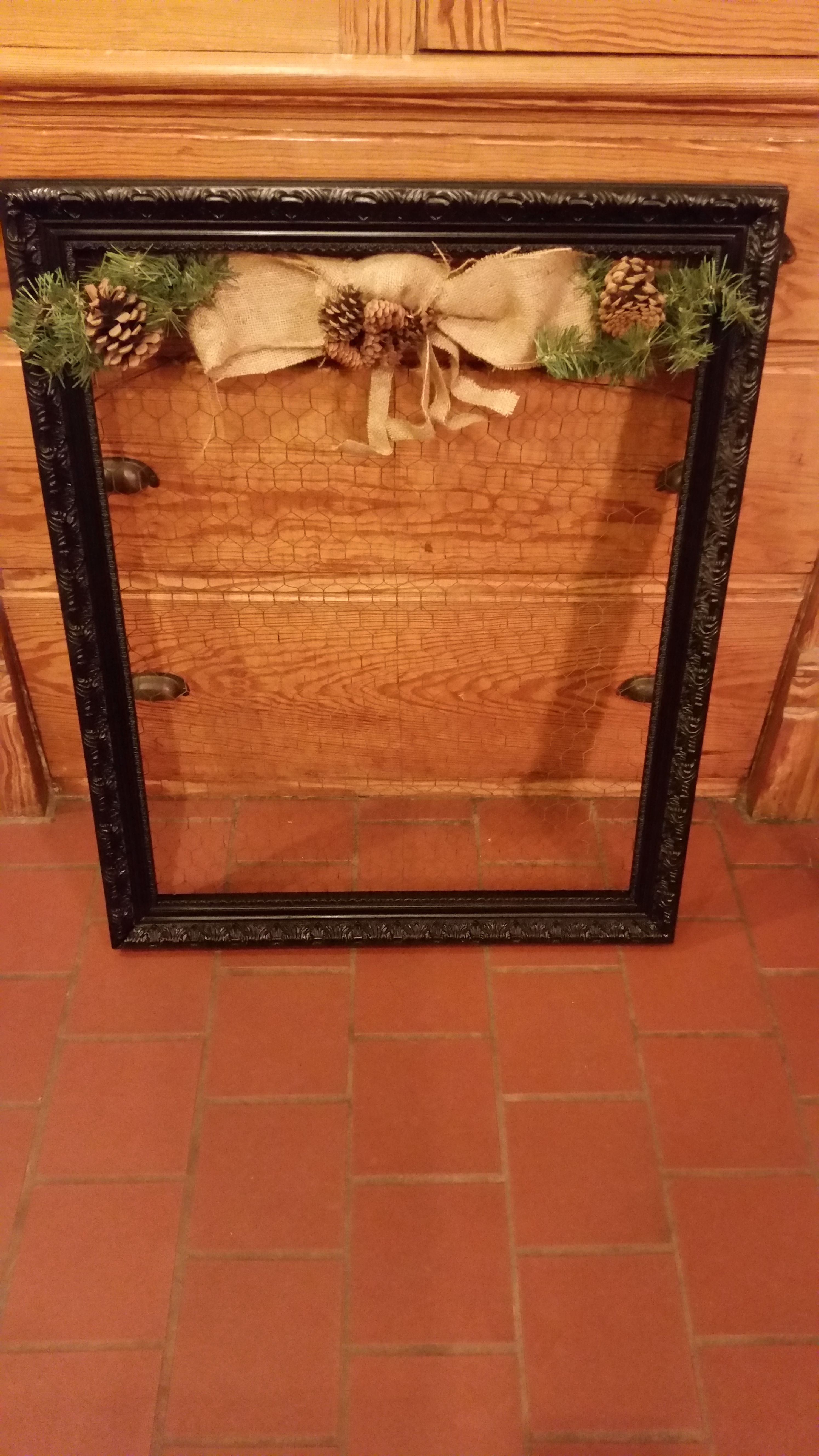 Just made this Vintage frame and chicken wire Christmas Card holder ...