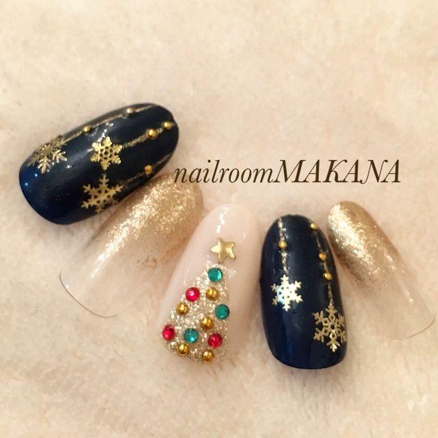 Christmas black & gold nail art design   かわいいネイルを見つけたよ♪ #nailbook