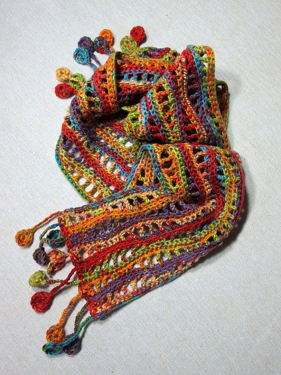 Mehrfarbige Häkeln Schal Mit Wellenmuster Und Disk Fringe Wolle