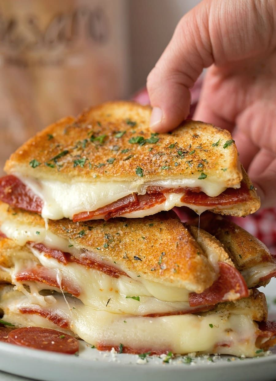 Take your favorite grilled cheese sandwich and stuff it turn it into a pepperoni pizza! This fun twist on a classic is stuffed with mozzarella, pepperoni and sandwiched between two pieces of buttery garlic toast.