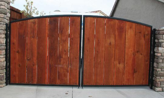 Wood slats metal frame car gate backyard wall