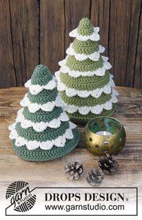 La forêt de Noël – arbre au crochet pour Noël. L'ouvrage est travaillé en DROPS Merino Extra Fine. – Patron gratuit par DROPS Design   – Häkeln