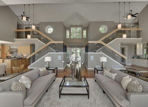 Wohnzimmer Mit Zwei Offenen Treppen