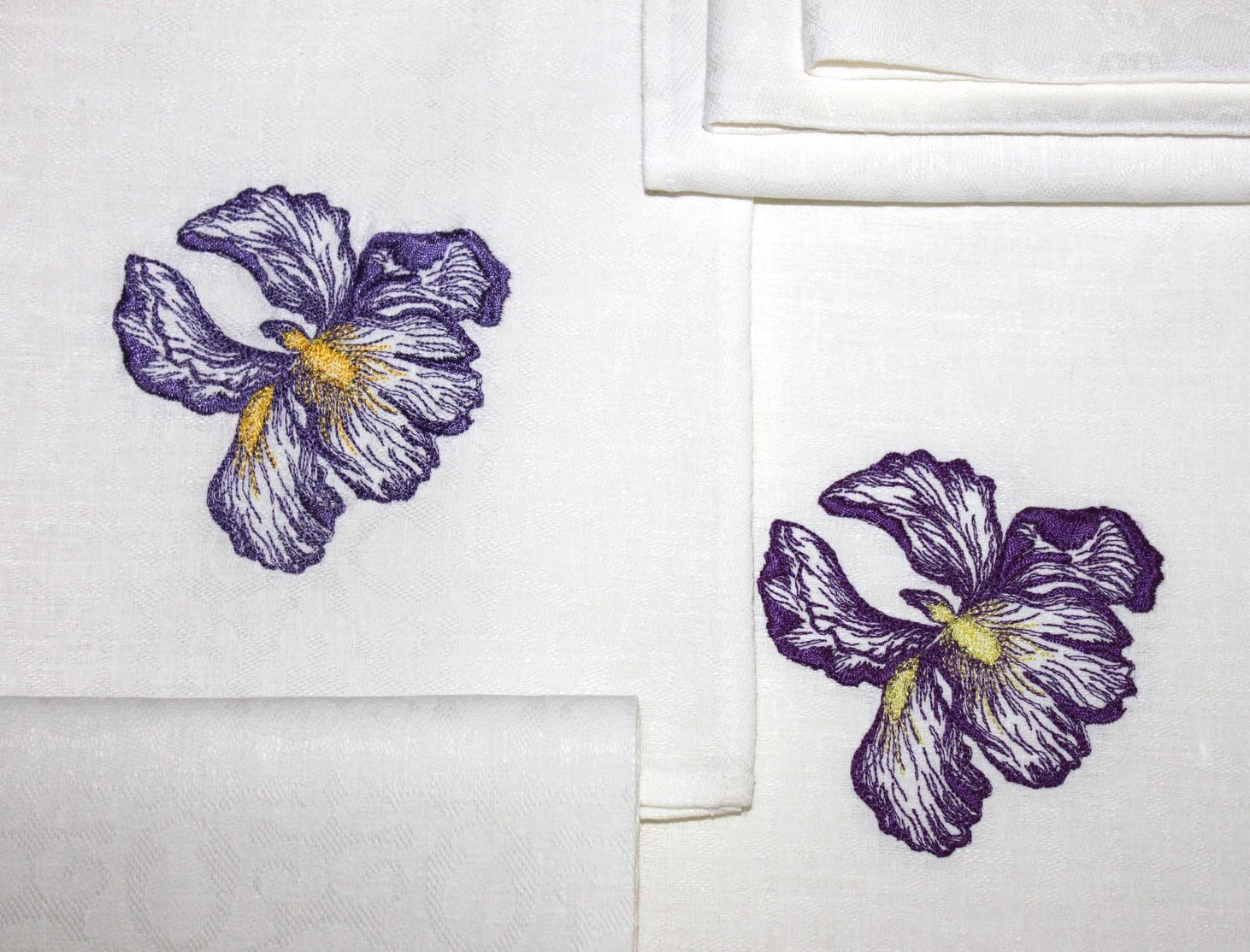 Embroidered Kitchen Napkins With Iris Free Design Author Ekaterina Vadelova Kitche Free Machine Embroidery Designs Free Machine Embroidery Embroidery Designs