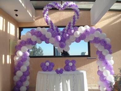 Mesa principal para 15 anera decoraci n con globos bodas for Decoracion de globos para xv anos