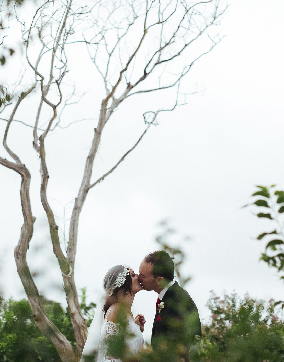 pareja besándose #novios #wedding #bodas #beso #kiss