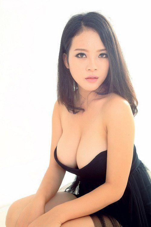 Japanese thumb nude