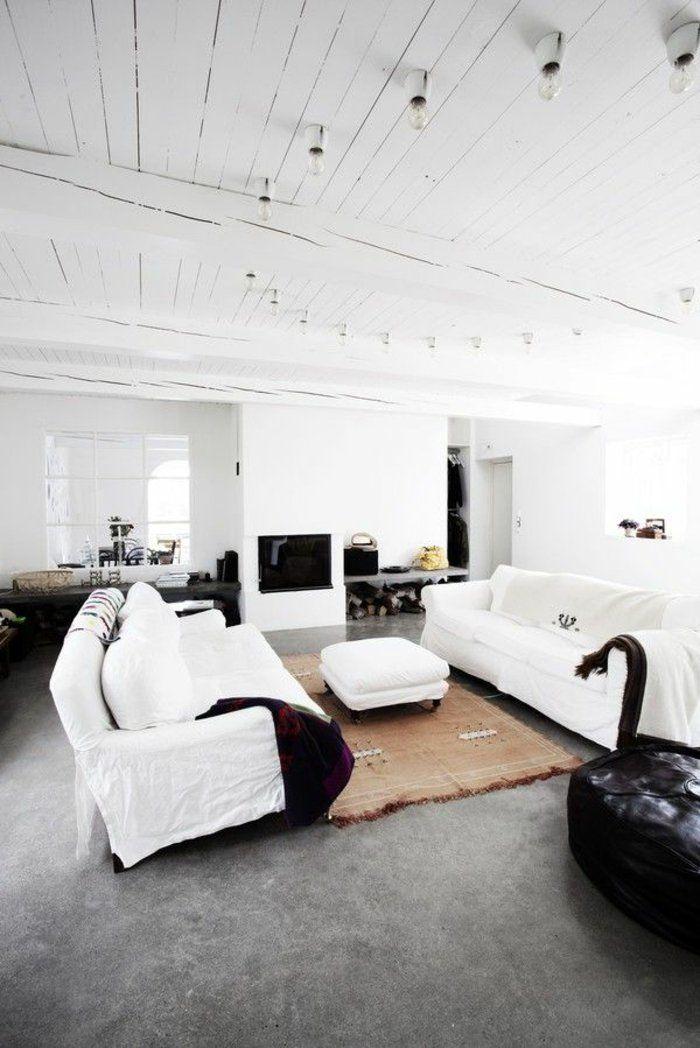 Joli salon en béton ciré de couleur gris foncé