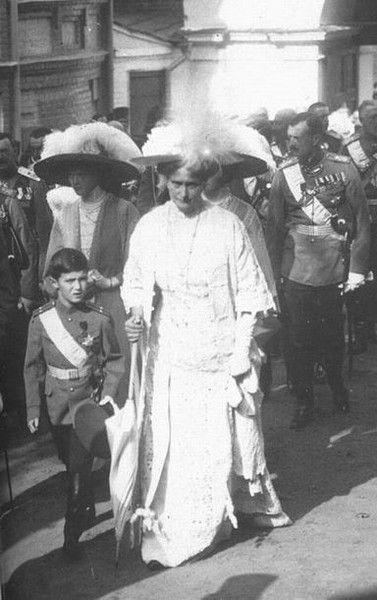 Alix , Alexsei , Tatiana , GD Kirill - 1913.