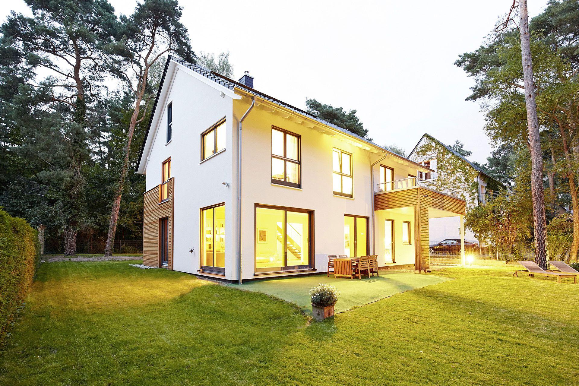 Das Luxuriöse Fertighaus Modell Waldsee Ist Eine Gelungene Kombination Aus  Moderner Architektur, Einem Flexiblen Grundriss Und Effizienter Haustechnik.