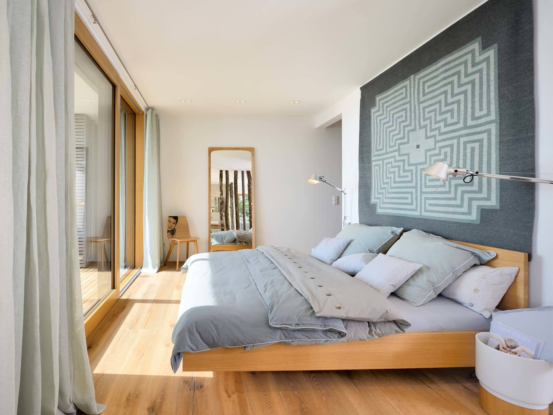 Schlafzimmer im Musterhaus Haus am See von Baufritz • Mit ...