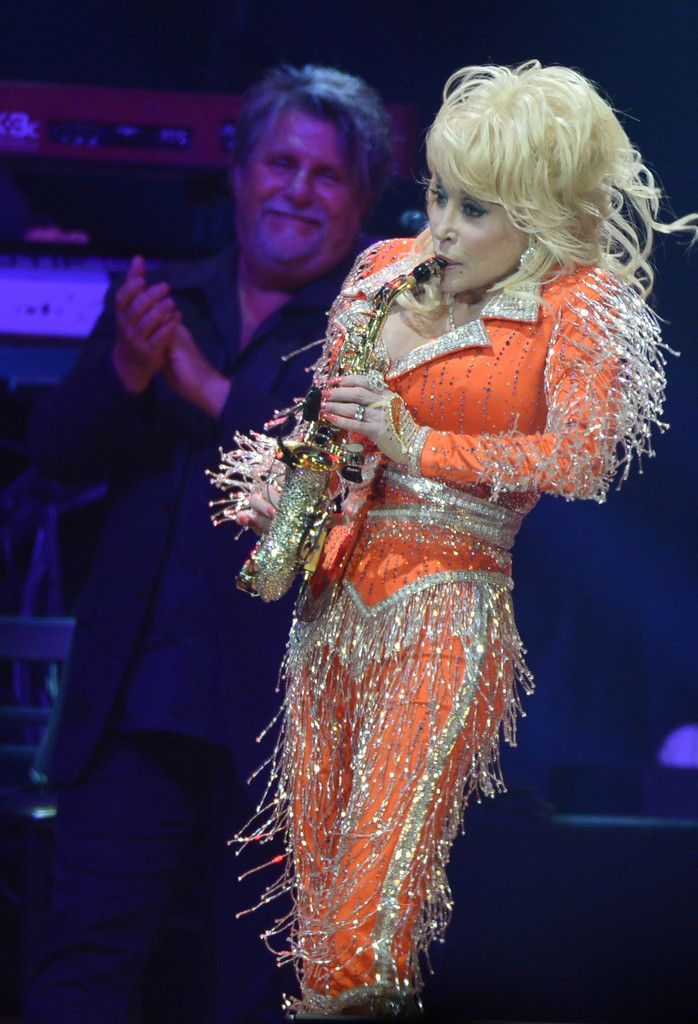 Dolly Parton Photos - Dolly Parton performs during a concert to benefit Dolly's Imagination Library & Dr. Robert F. Thomas Foundation at The University of Tennessee's Thompson-boling Arena on May 28, 2014 in Knoxville, Tennessee. - Dolly Parton Performs in Knoxville