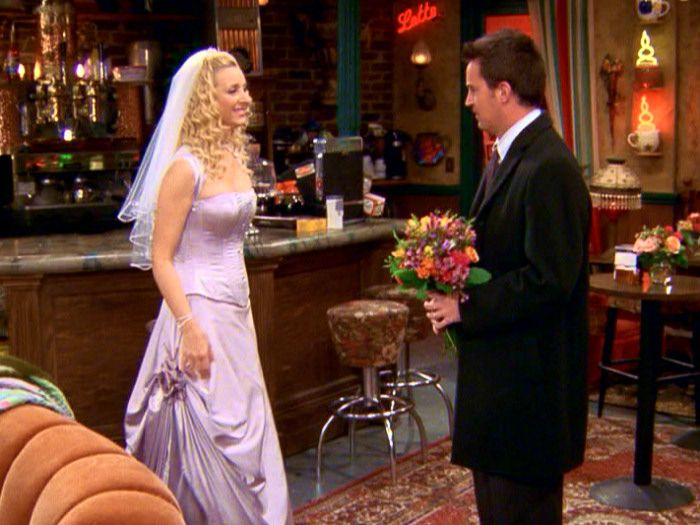 Pin By Samantha Hanna On If I Ever Get Married Lol Whic Let S Be Honest No Lol Tv Weddings Friends Phoebe Friends Fashion