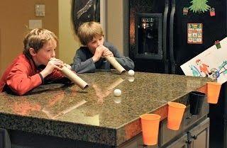 El juego de las bolas de nieve. Soplando conseguir que las bolas lleguen a su destino.