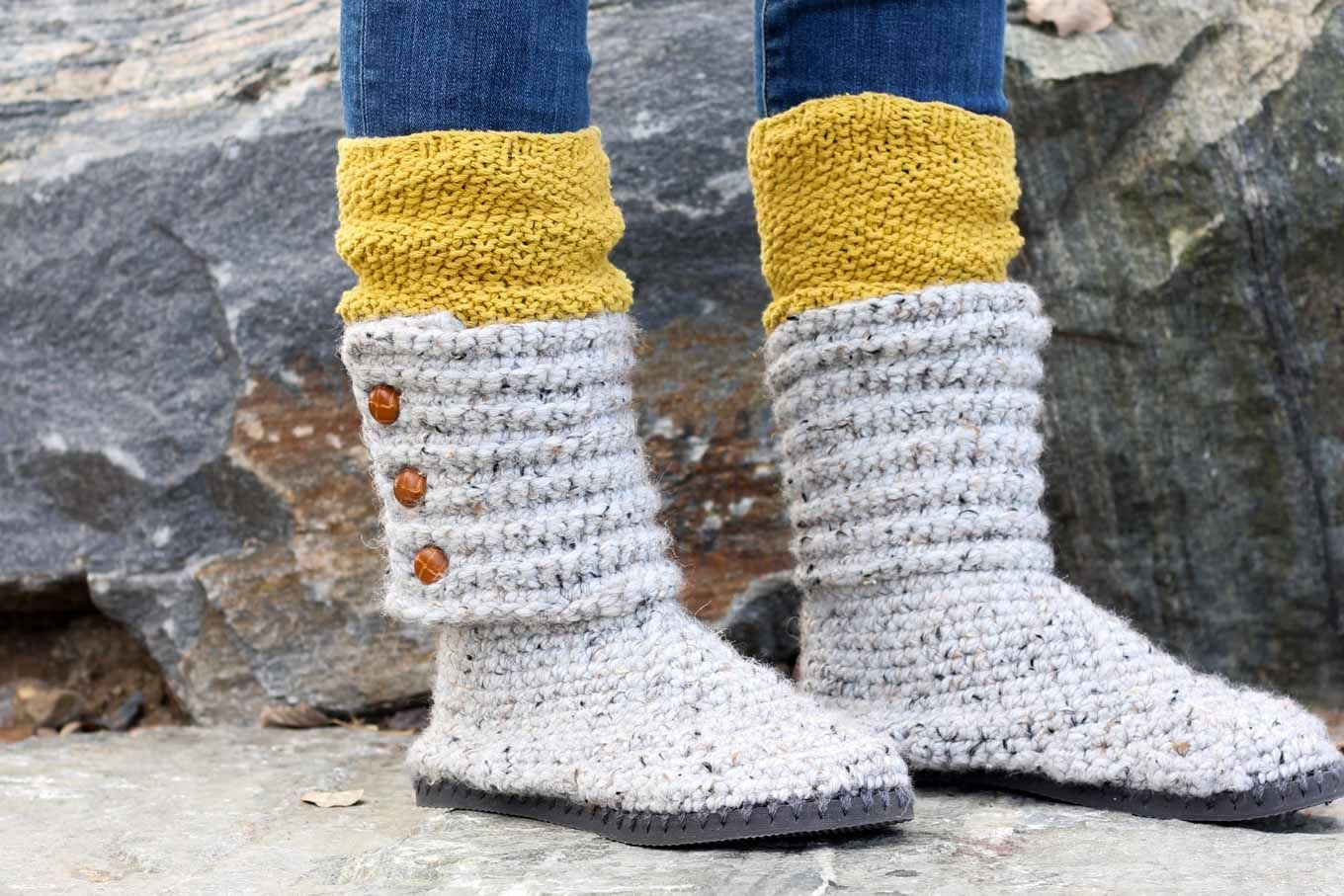 dbfbf3c08ab3a6 With this free pattern and crochet video tutorial you can make your own look -a-like crochet Uggs! These crochet boots with flip flops for soles make  great ...