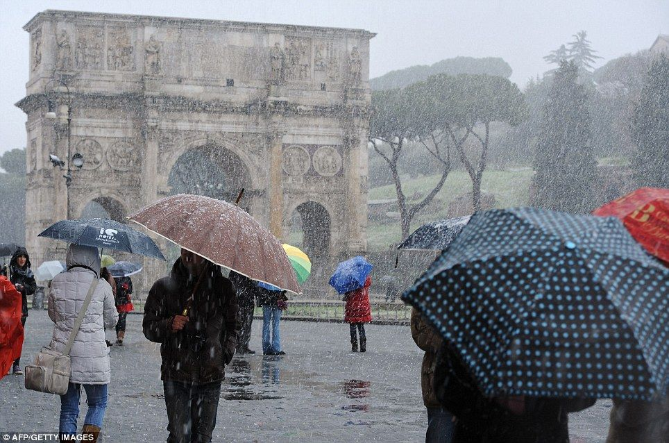 Snow Falls In Rome For The First Time In 26 Years As 36c Temperatures Across Eastern Europe Send Death Toll To 150 Winter Scenes Rome Eastern Europe