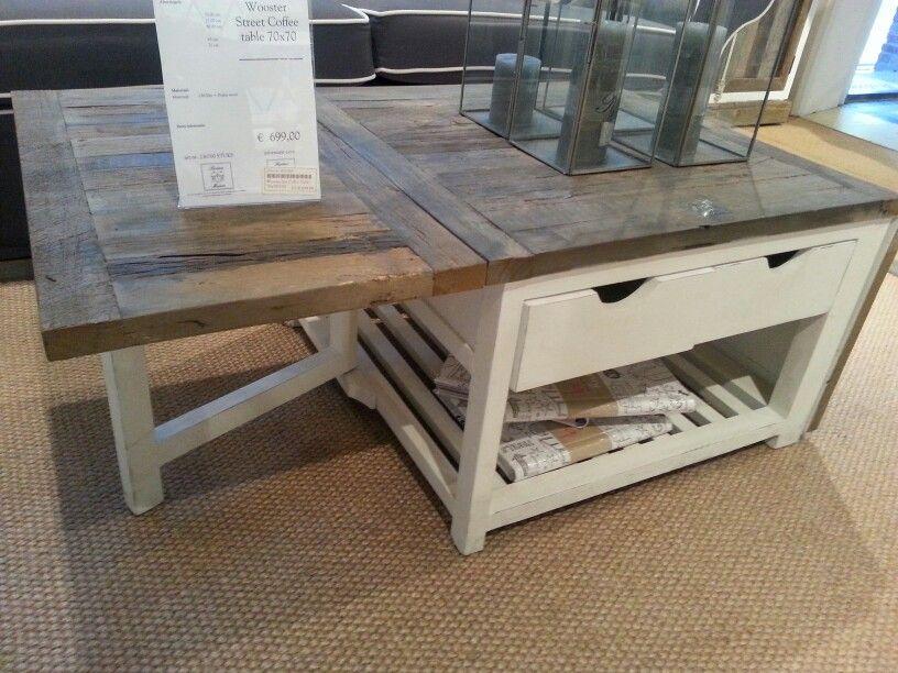 Mooi houtenblad op uitklapbare  salontafel