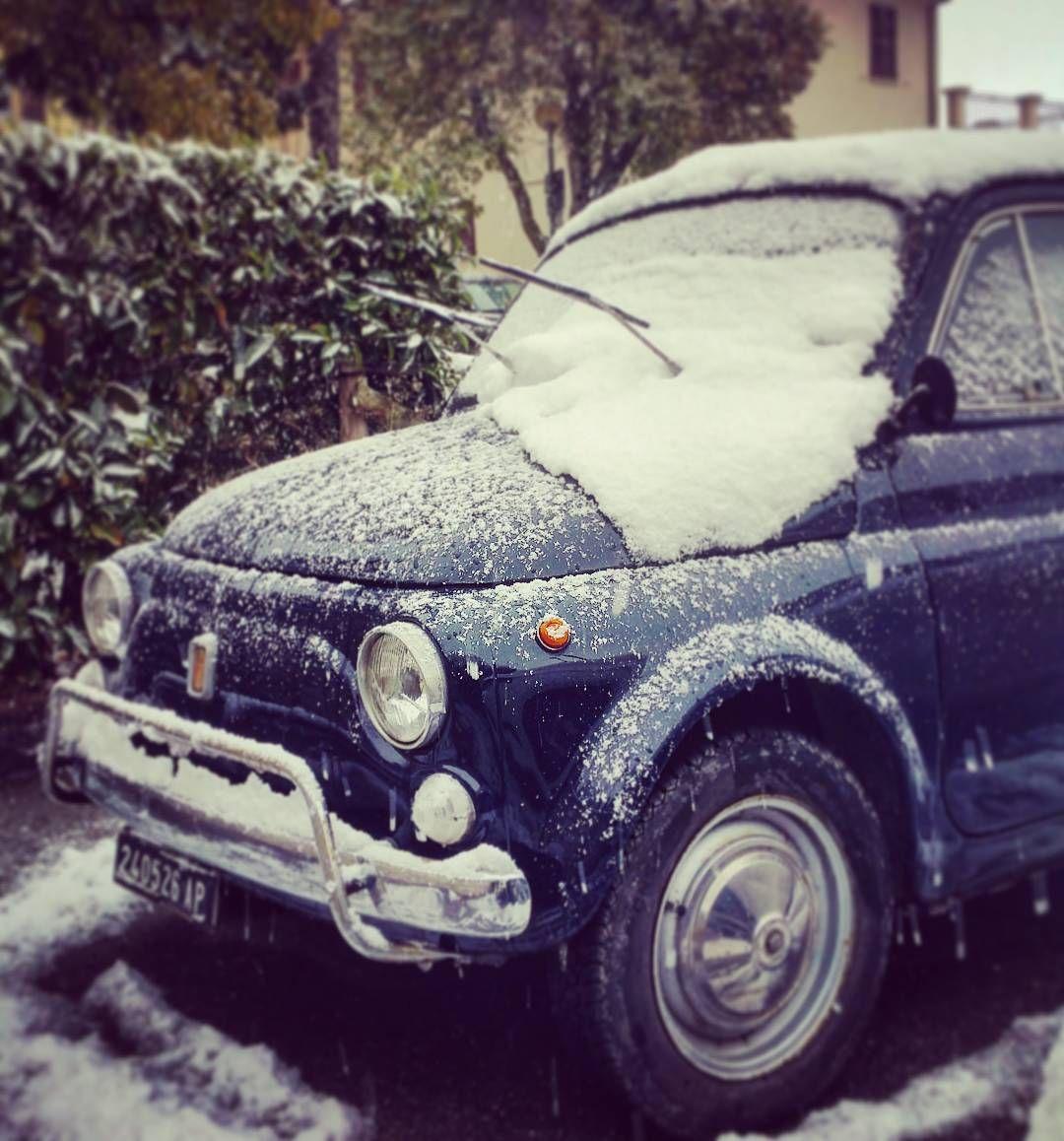 Let it snow.....on a 500 ❄⛄ #letitsnow #montelparo #500 #fiat500  #cinquino #cinquecento #fiatcinquecento #igers500 #baccala #santantonio #igersfermo @fiat500cinquecento