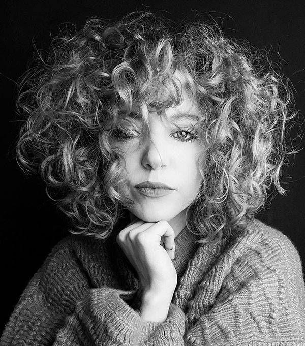 Short-Layered-Curly-Hair Popular Short Curly Hair Ideas #layeredcurlyhair