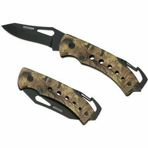 When you need an all purpose knife, this Camo Clip is the perfect companion. The mini carabiner doubles as the lock back pressure point to release the blade from its locked position. It can be attached to a belt loop, backpack or any other convenient place.