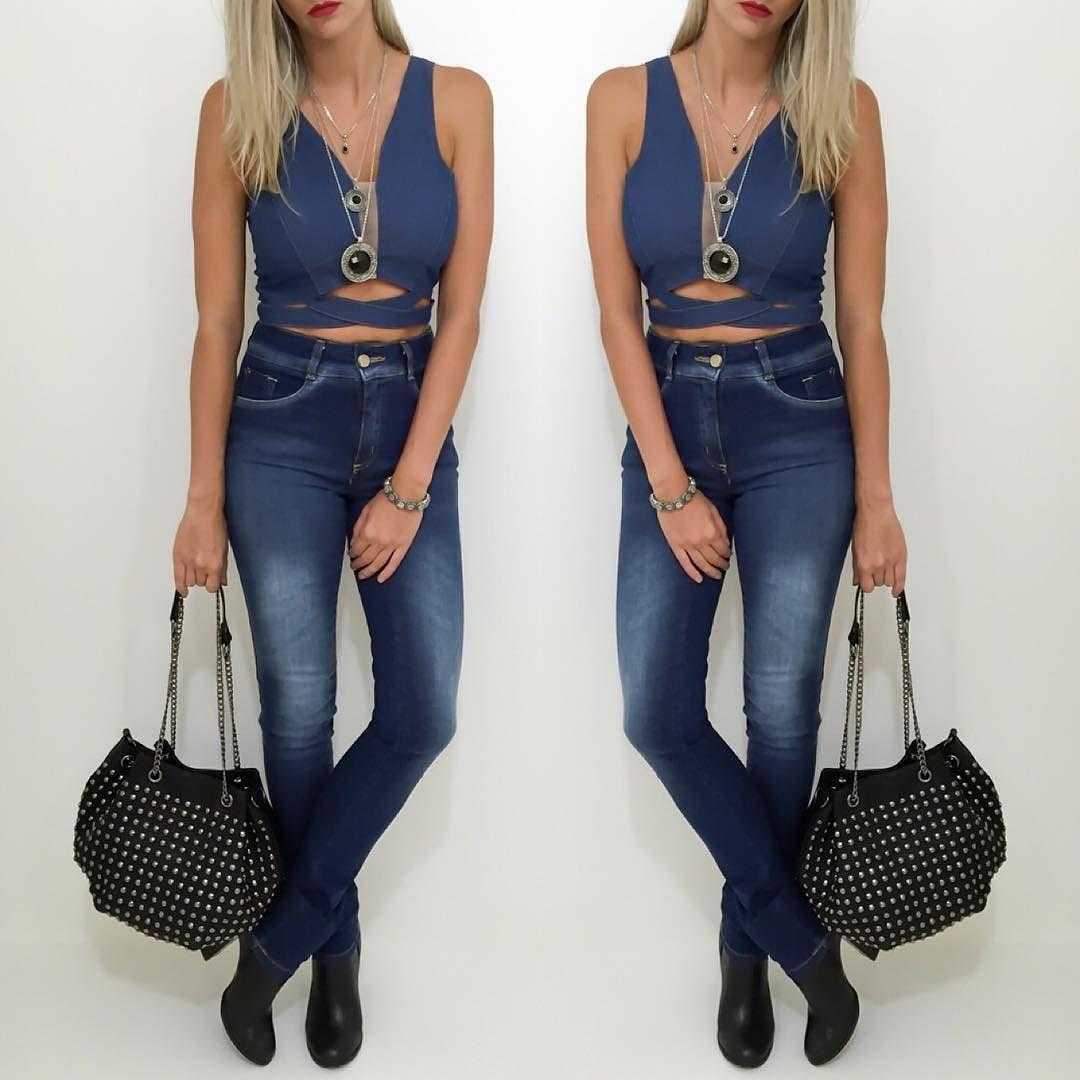 JEANS . Jeans com jeans fica linda em todas as mulheres e é perfeita para diversas ocasiões! A bolsa com taxas pode dar uma quebrada no look casual.   Compre pelo site http://ift.tt/PYA077
