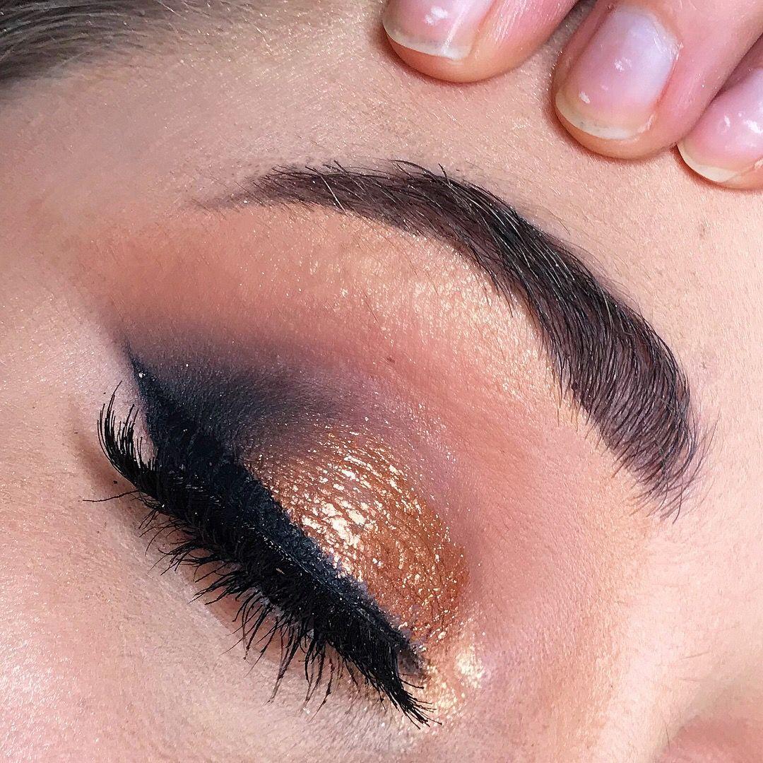 Alex grace makeup mobile freelance makeup artist based in