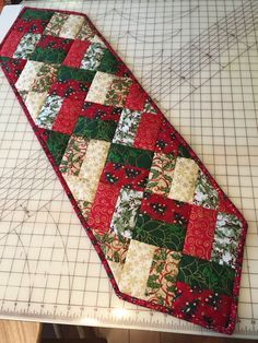 Easy table runner (Neneng) | quilted table runners | Pinterest ... : christmas quilting patterns table runners - Adamdwight.com