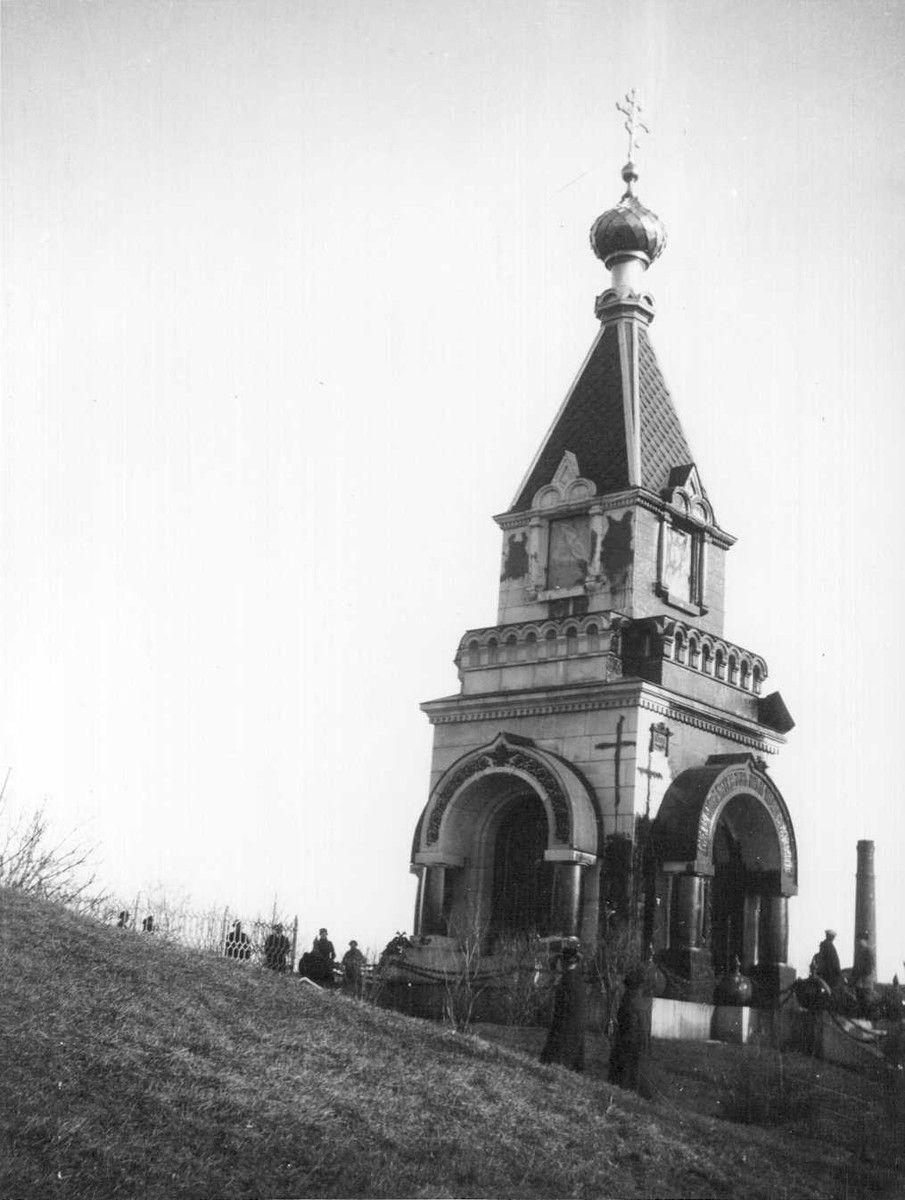 Ivan Timiriasew 1919   Resvoyn Rauhan kappeli Uspenskin katedraalin edustalla. Rauhankappeli purettiin vuonna 1920.