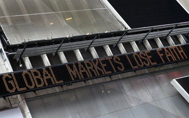 6 razones para no entrar en pánico por la caída de las bolsas