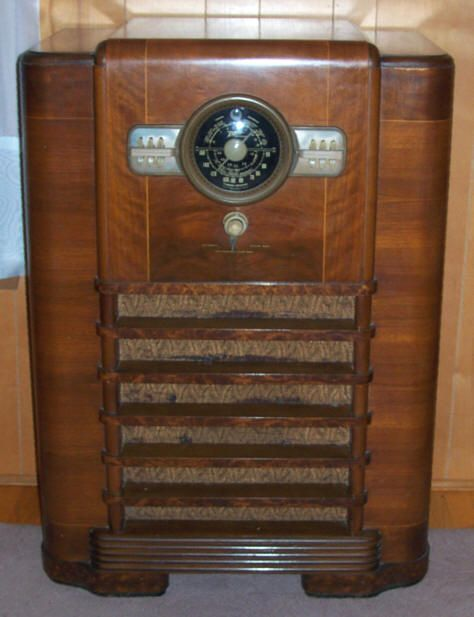 Zenith Console Radio Phonograph Of Old Antique