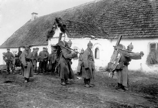 Behind Enemy Lines Over 100 Photographs Of German Soldiers Fighting