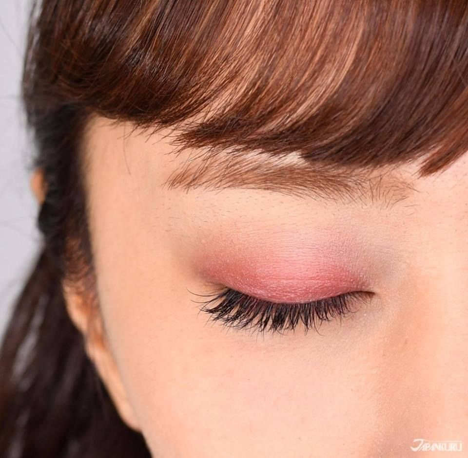 Gradation bordeaux eyeshadow with brand CANMAKE. Beautiful ...