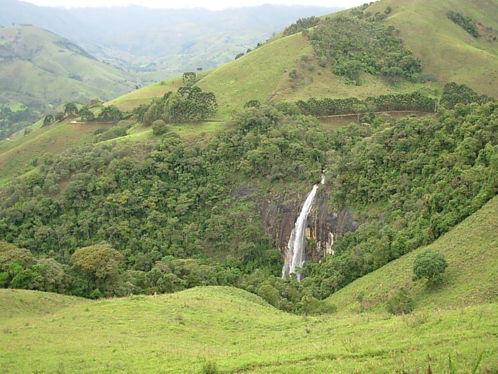 A Maravilhosa Cachoeira Da Fragaria Entre O Campo Redondo E O