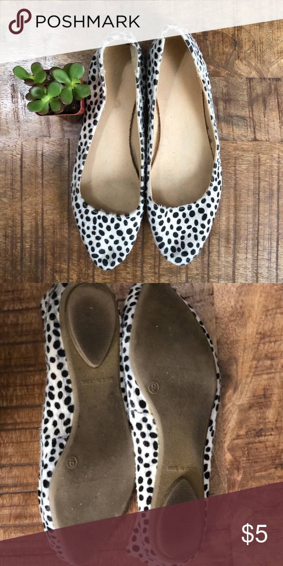 edd7b329f Old Navy Leopard Print Flats Gently used pointy toe flats. White with black leopard  print. Material feels like fur but is actually man made.