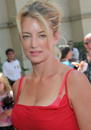 """'Guiding Light' veteran,Cynthia Watros, originated the role of """"Annie Dutton, a villainous nurse who liked to drink and sleep around. The actress left the series in 1998."""