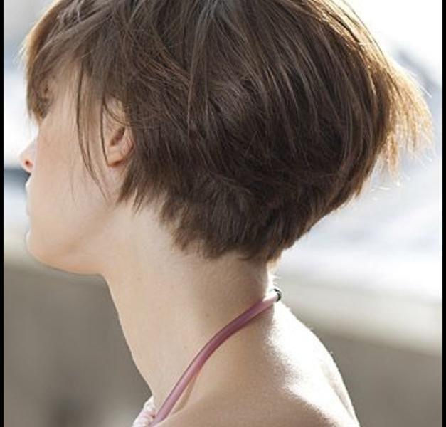Kurzer Bob Mit Angestuftem Nacken Frisuren Und Mode Katalog Hair