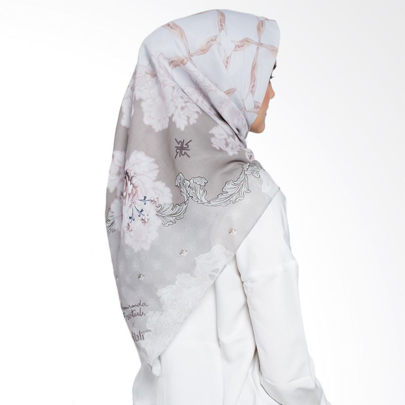 Ria Miranda Bava Scarf Muslim Voal Motif Green Hijab Hijabfashion Printedhijab Designerhijab Muslimahscarf Hijab Designs Scarf Design Islamic Clothing