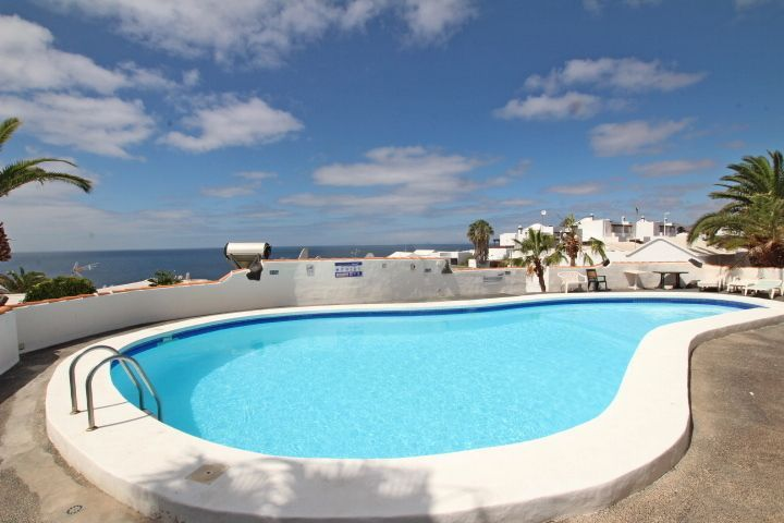 Villa with sensational sea views in the Old town of Puerto Del Carmen 269.000€ 😍 For more information contact us on 📞(0034) 928 516 238 / 635 297 160  📧 d.stonier@lanzaroteinvestments.com #villa #detached #garden #terrace #communalpool #seaview #complex #puertodelcarmen #lanzarote #canaryislands #holiday #retire #investment #relocate #family #lanzaroteproperty #tropical #island #sun #beach #sea #paradise #opportunity #realestate #lanzaroteinvestments